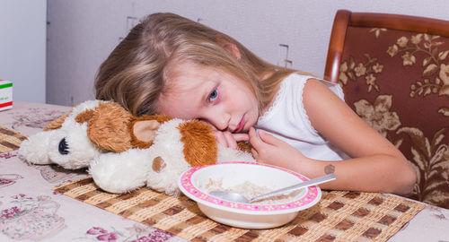 Nechutenství - děvčátko nechce kaši