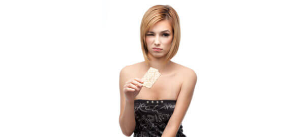 Nechuť k jídlu ve tváři mladé ženy